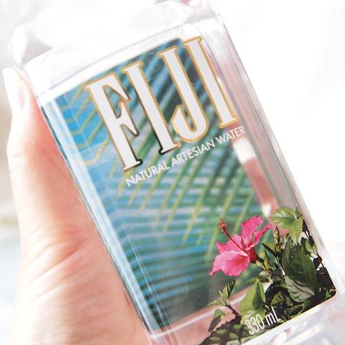 ハワイやグアムで有名なミネラルウォーター 「フィジーウォーター」を 飲んでみました!