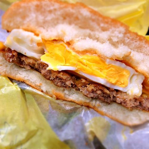 [期間限定]マクドナルドのチーズ月見バーガーを食べた!