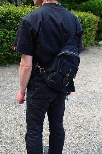 頒布工房 のボディバッグ(男性向け)財布、スマホ、500mlペットボトルなど
